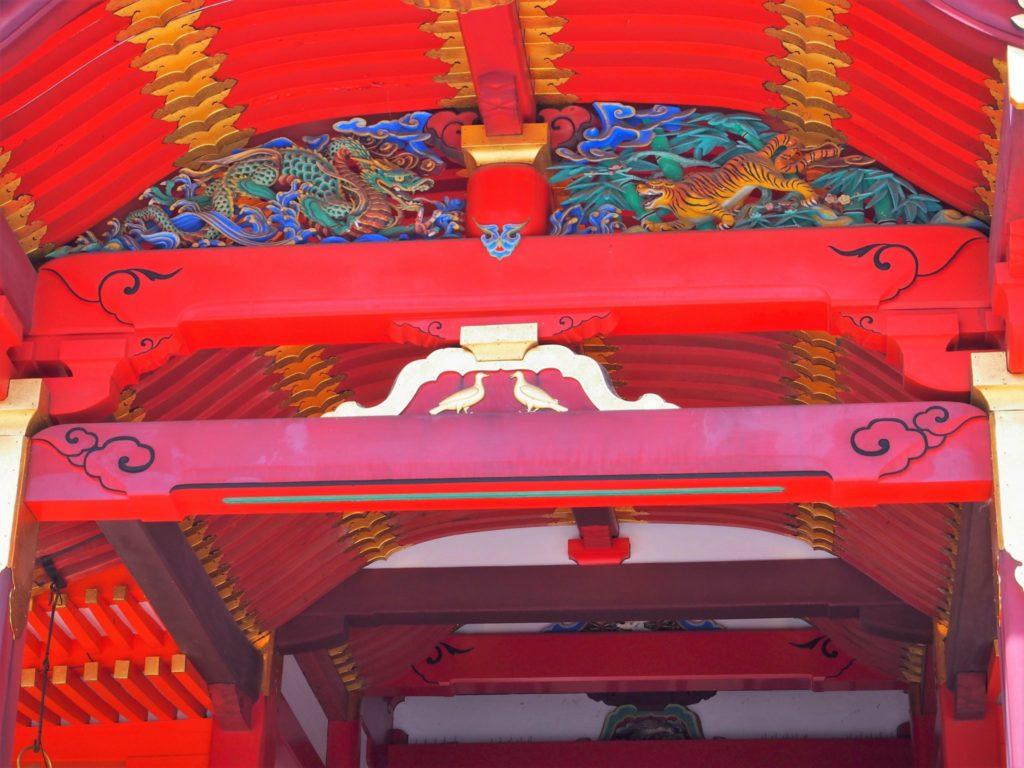 石清水八幡宮のシンボル本殿の鳩