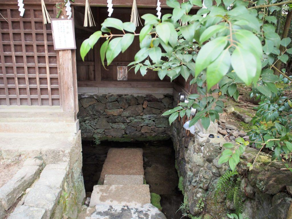めずらしい宇治上神社の手水舎