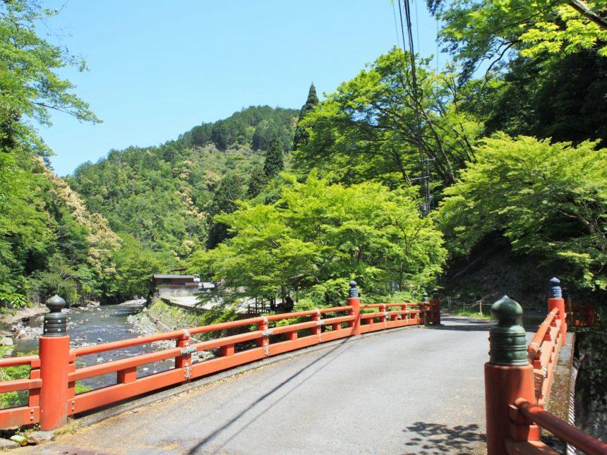 清滝川にかかる高雄橋