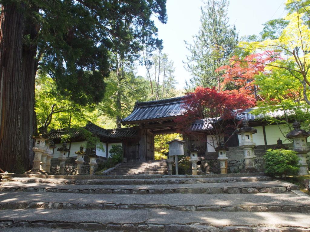 西明寺の表門