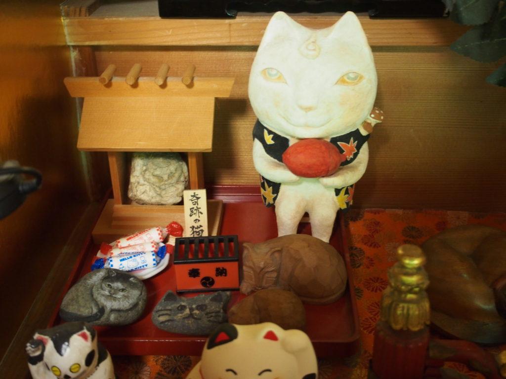 猫猫寺の奇跡の猫石