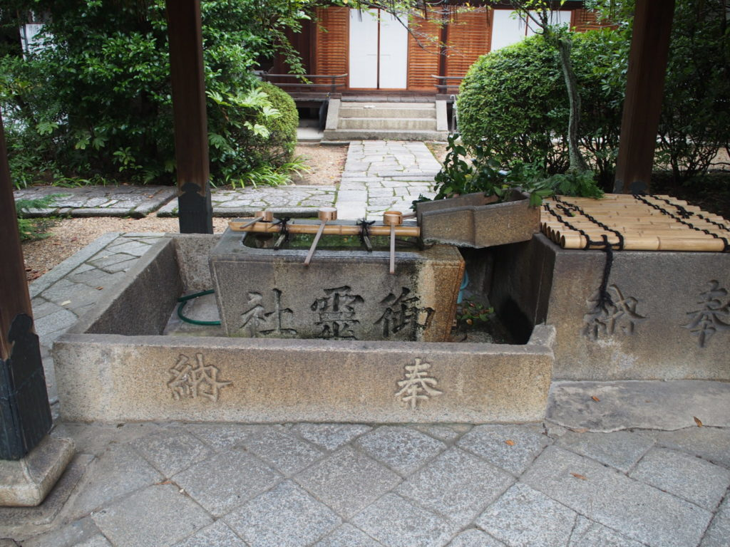 御霊神社の手水舎