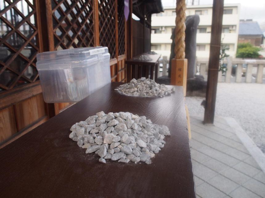 櫟谷七野神社の社前の高砂山