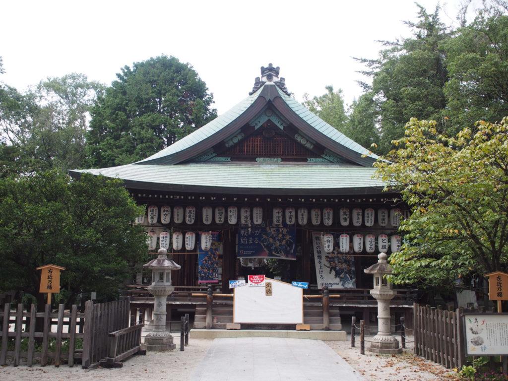 白峯神社の拝殿