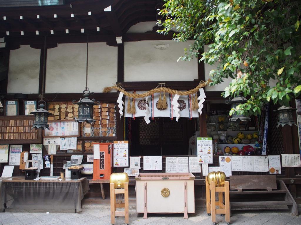 白峯神社の本殿