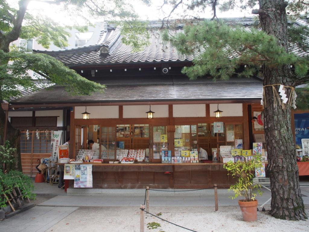 白峯神社の社務所