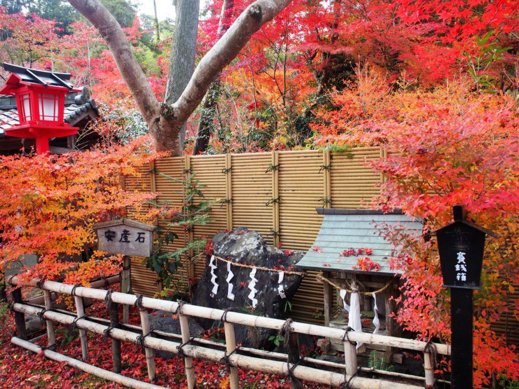 鍬山神社の安産石
