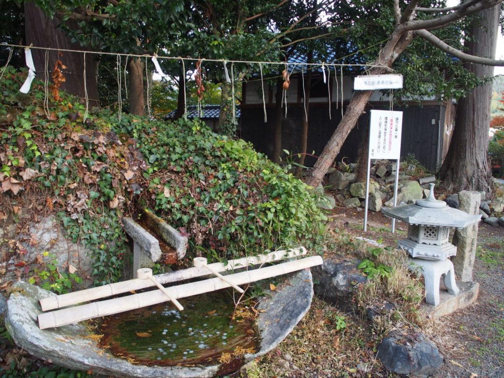 稗田野神社の健康の庭の長寿の滝は世界最短