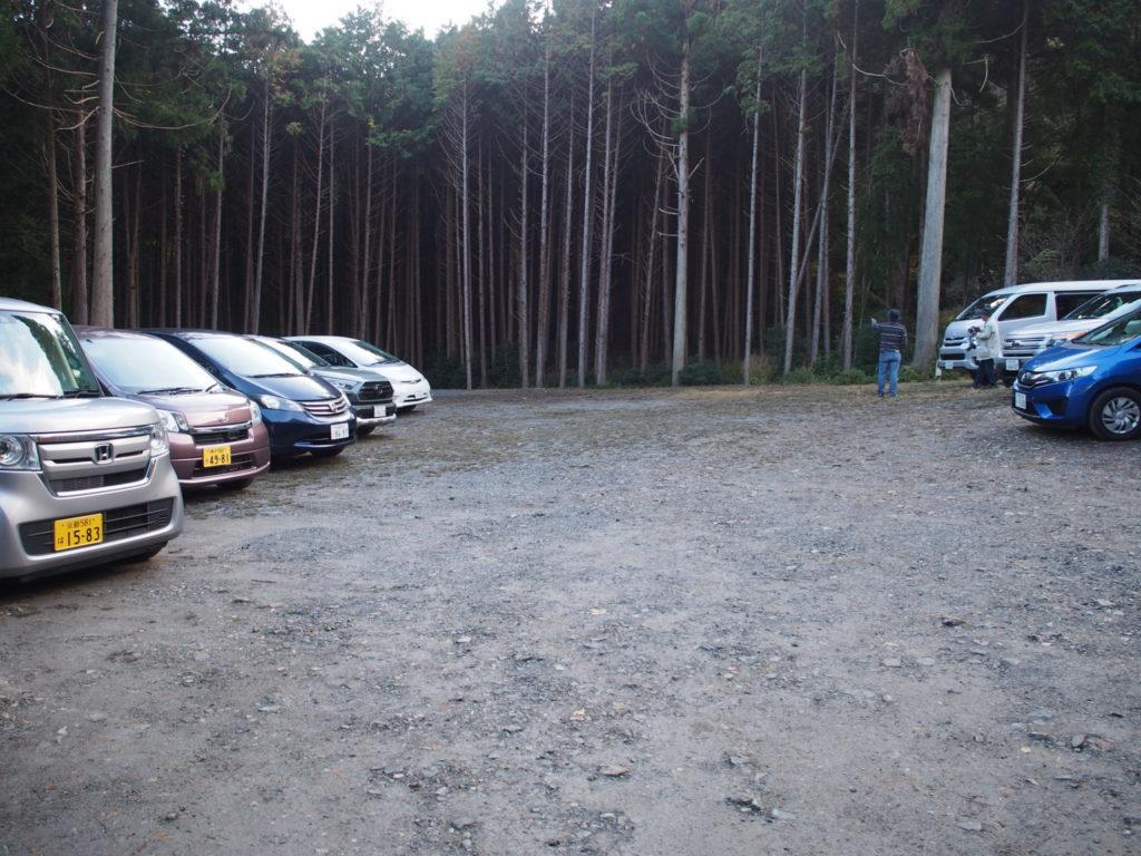 神蔵寺の参拝者専用駐車場約30台(無料)
