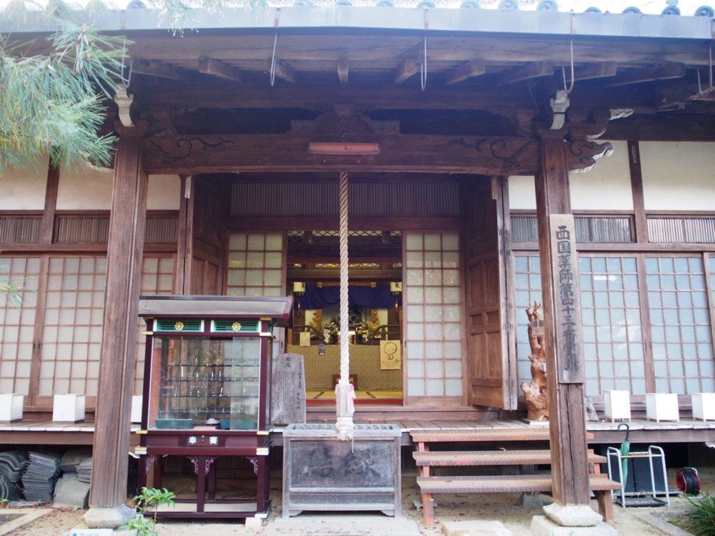 神蔵寺の本堂(瑠璃殿)