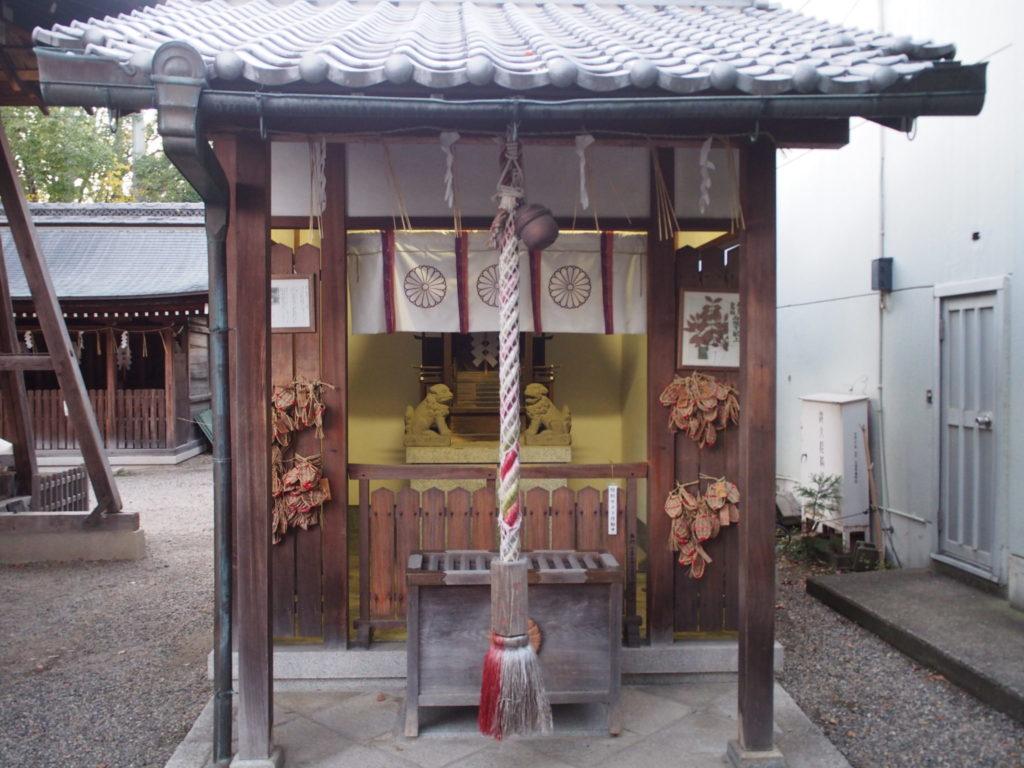 境内に還来神社(もど還来神社(もどろきじんじゃ)