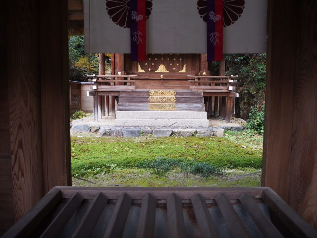 日向大神宮内のお伊勢さんの外宮(げく)内の光景