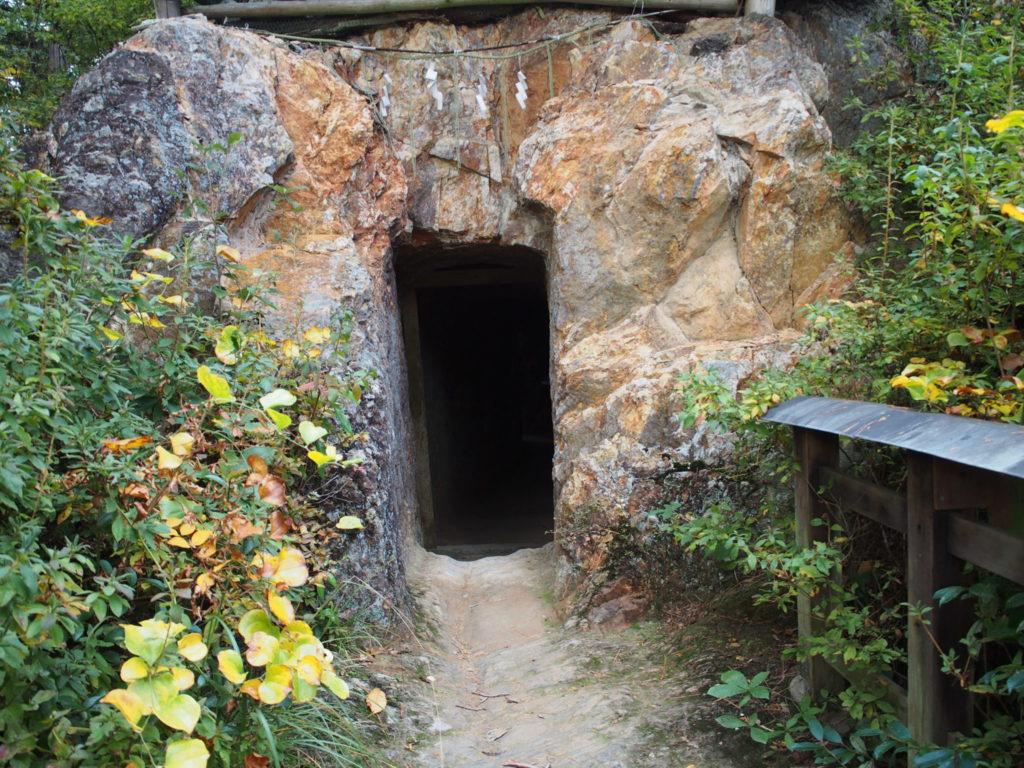 日向大神宮の「天の岩戸」の出口
