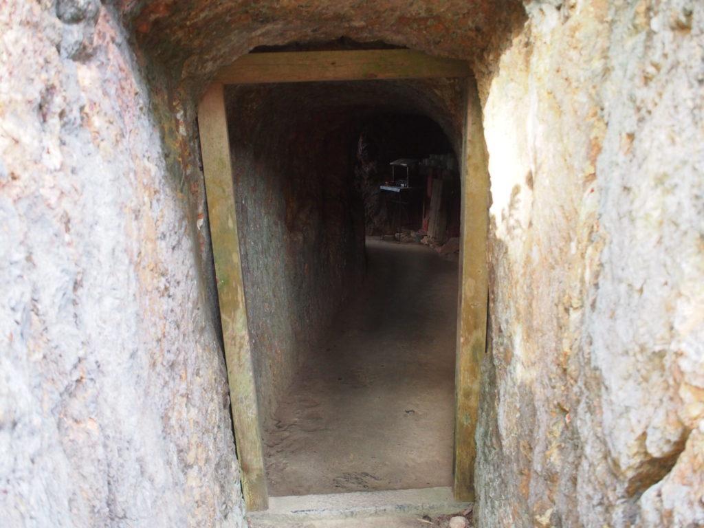日向大神宮の「天の岩戸」の入口付近