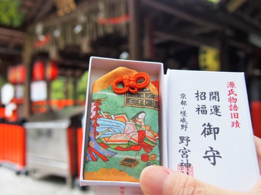 刺繍はカラフルな「源氏物語旧蹟 開運招福御守」