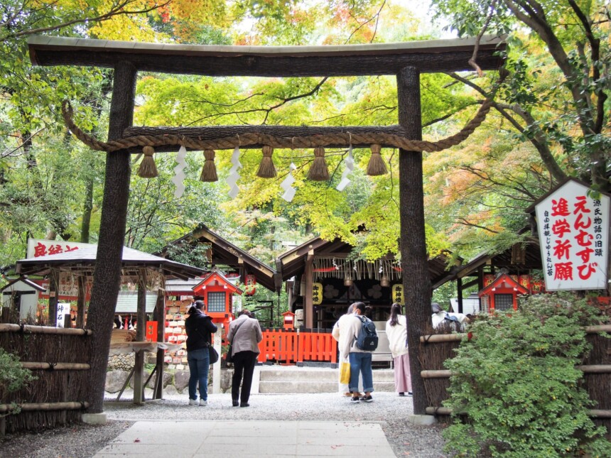 野宮神社の黒い鳥居