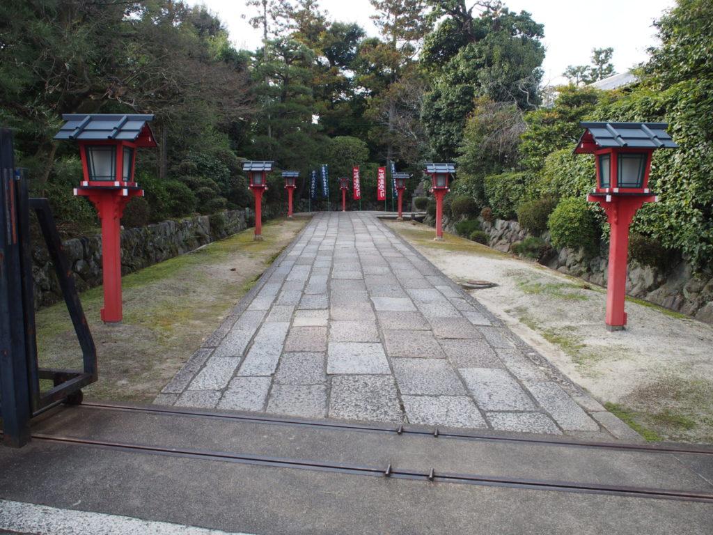 わら天神宮の参道