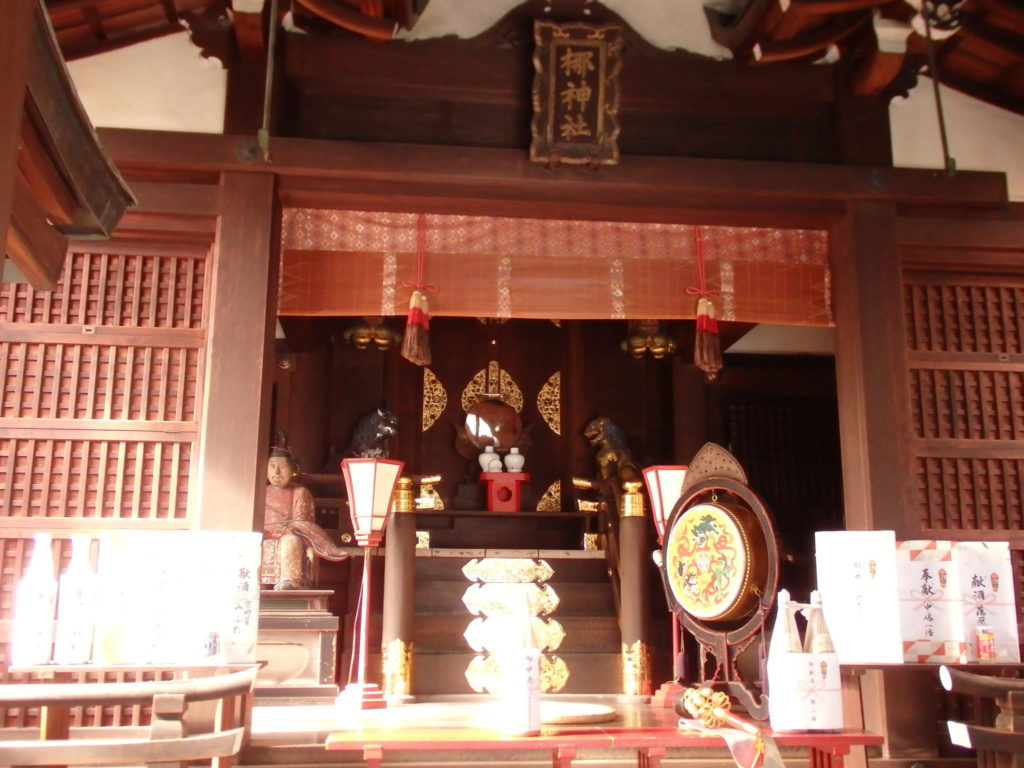 梛神社の拝殿内