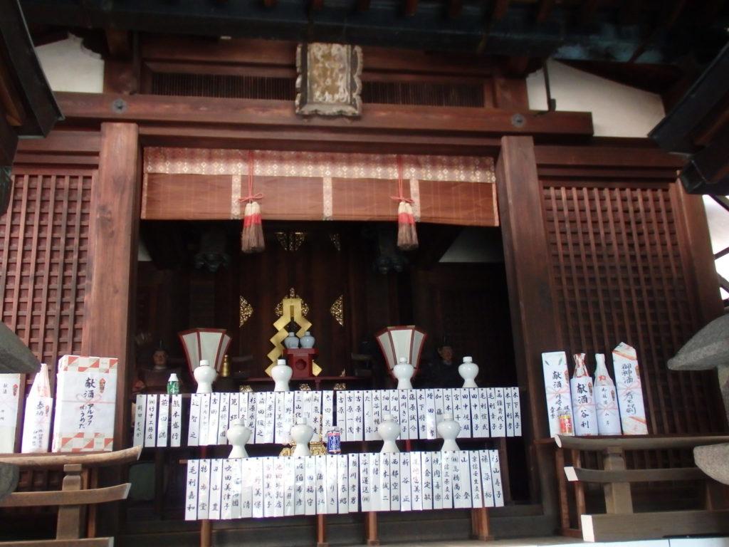 隼神社の拝殿内