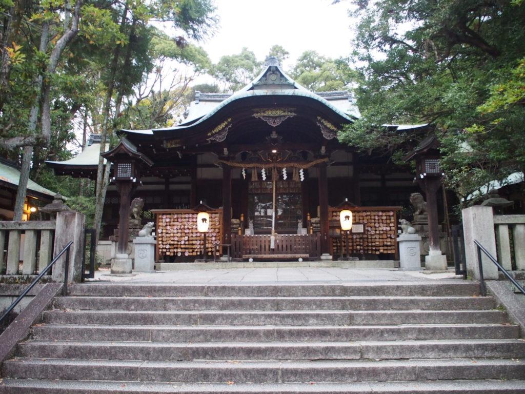 東天王岡﨑神社の拝殿