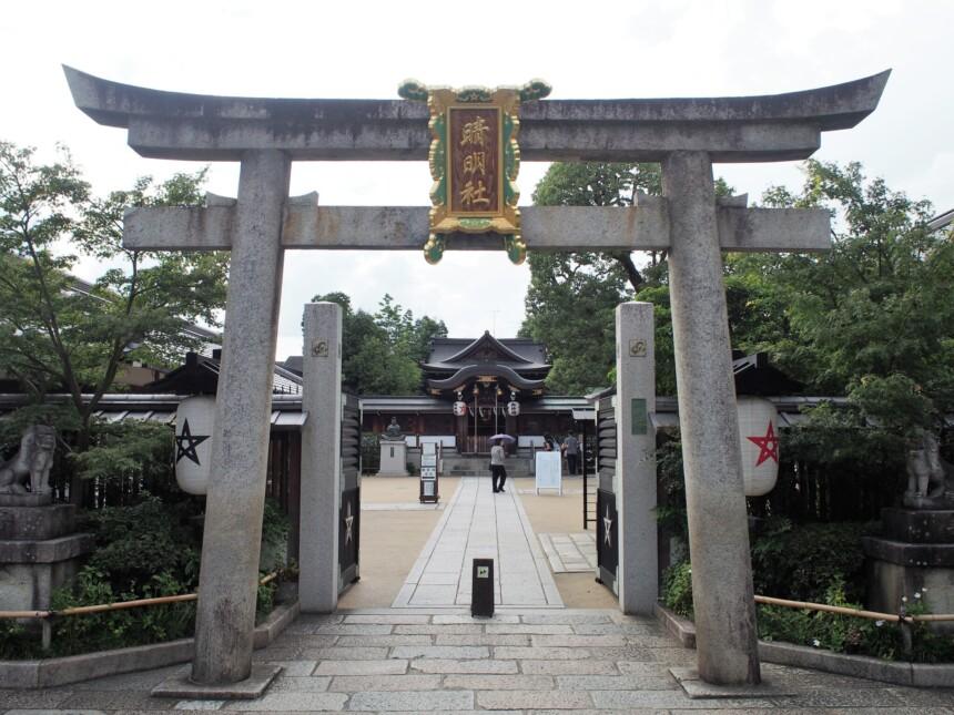 二の鳥居の向こうの「四神門」
