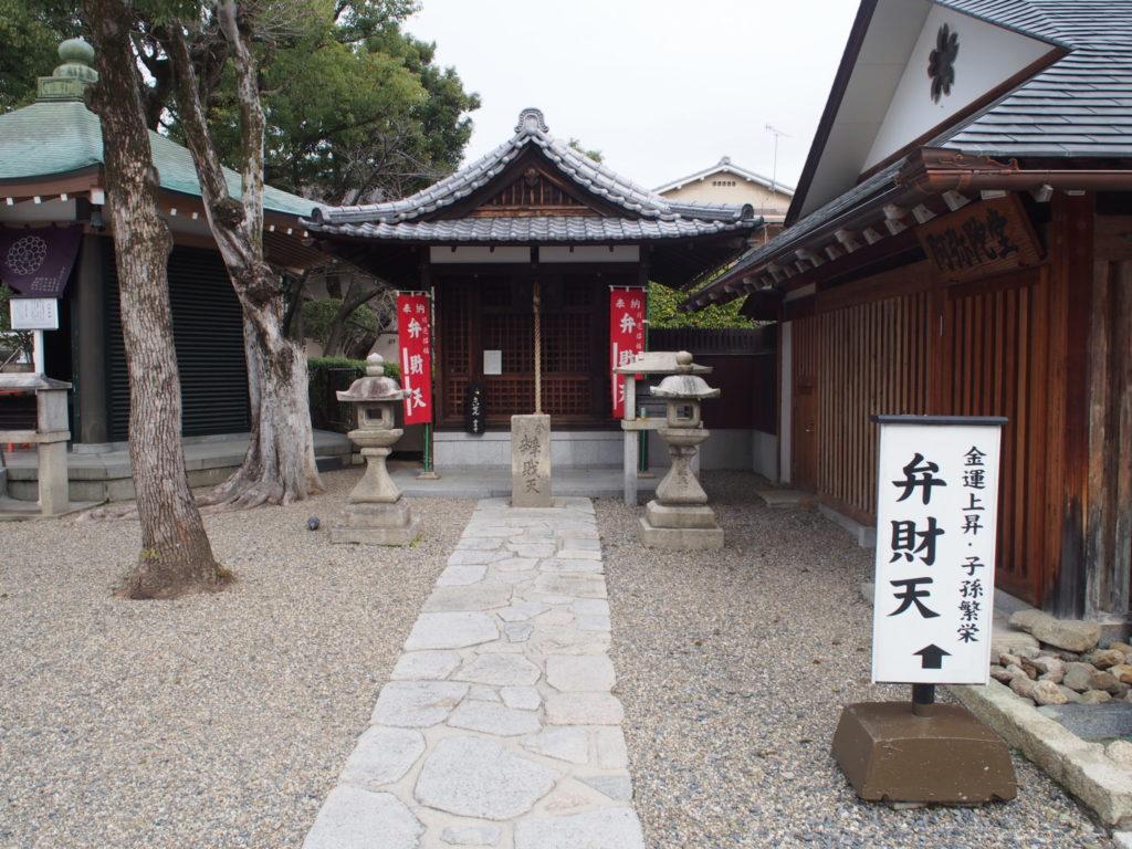 壬生寺の弁天堂