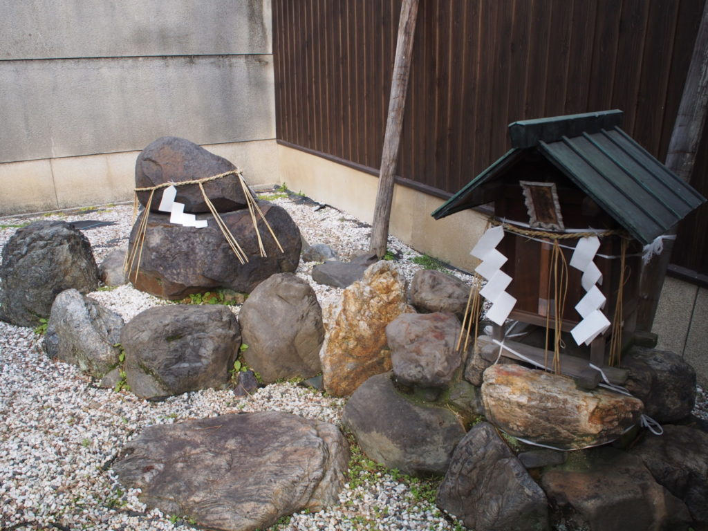 幸神社の神石