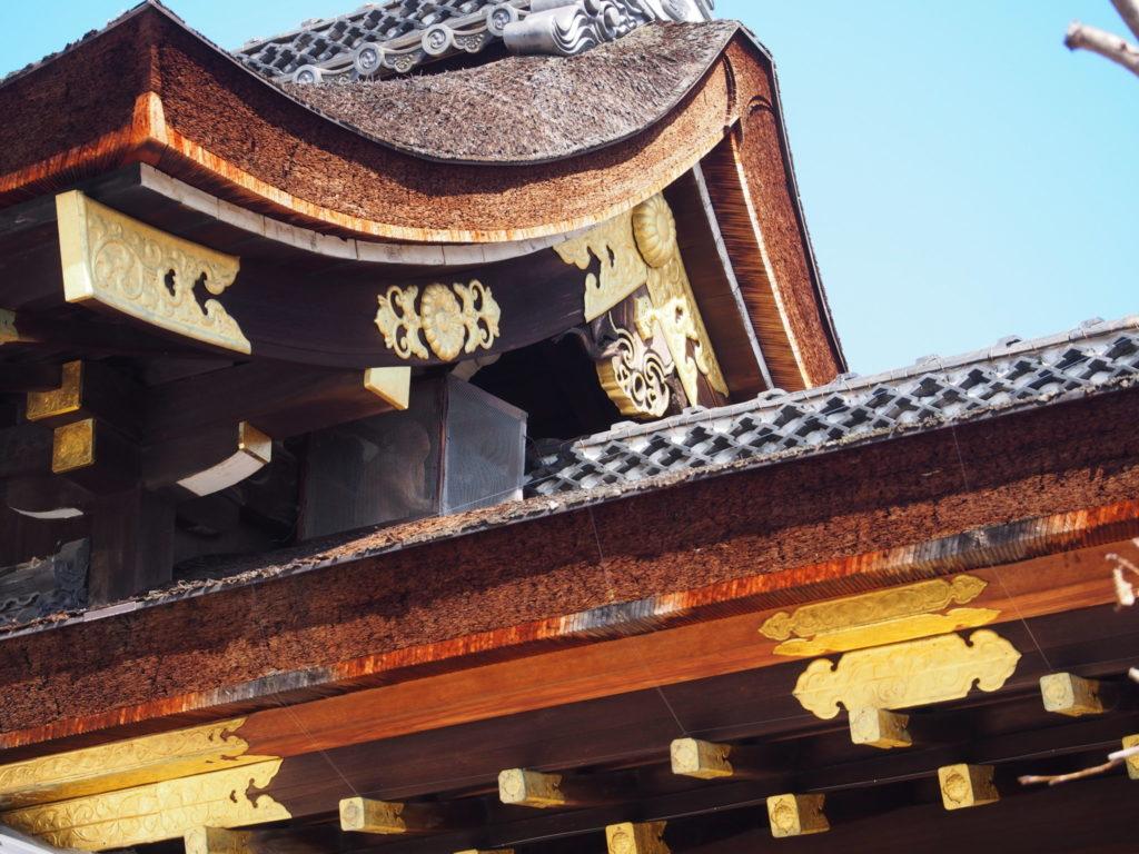 瀧尾神社の屋根上の「まさる」