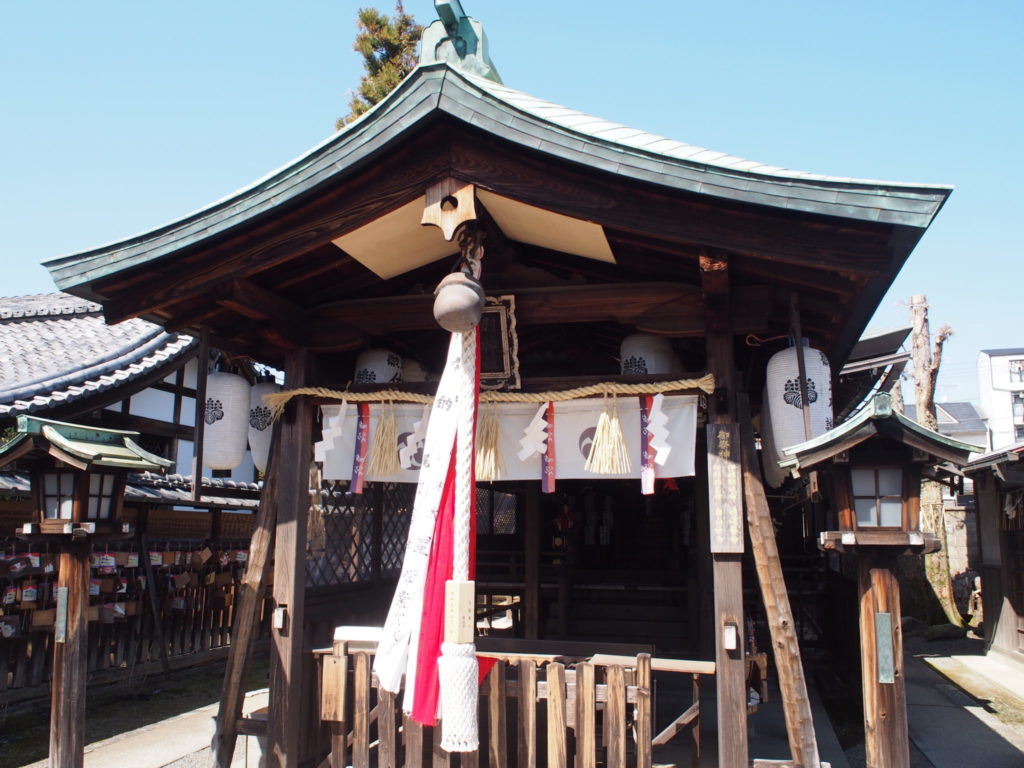 剣神社の拝殿