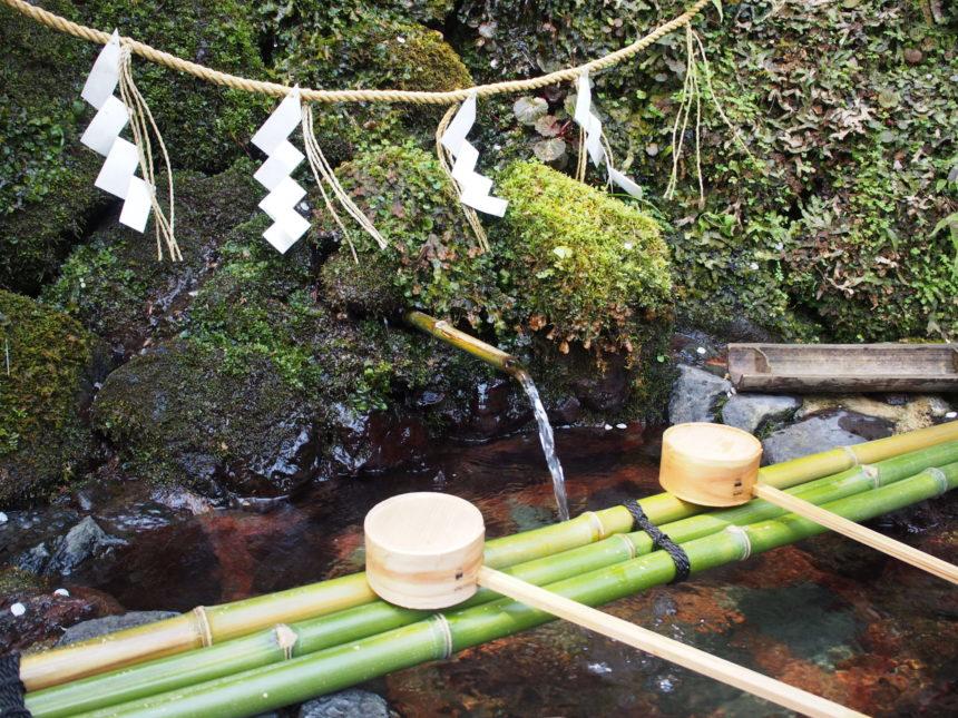貴船神社の御神水を汲む場所