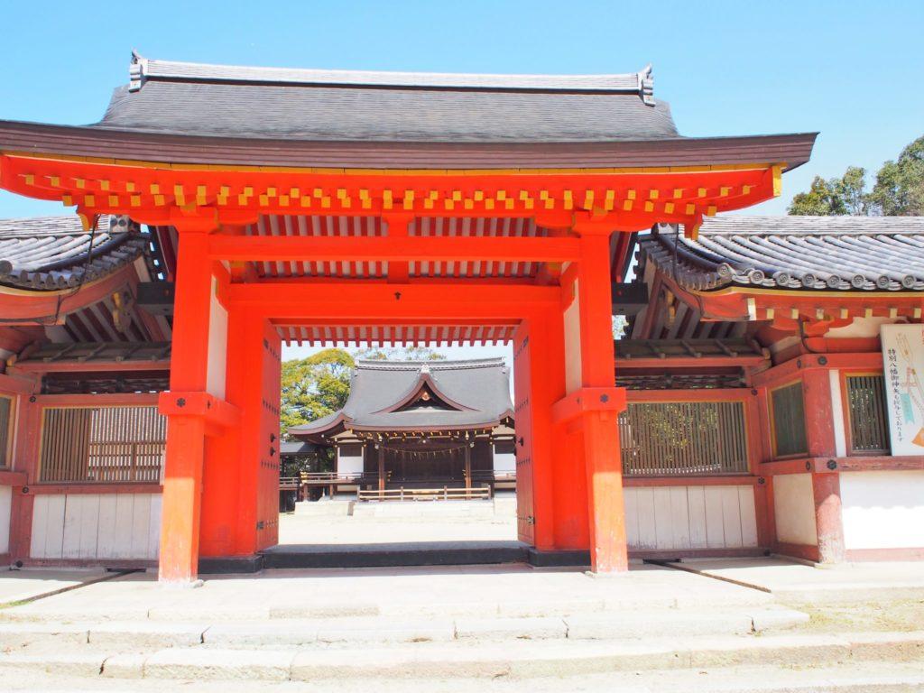 頓宮の朱色の門