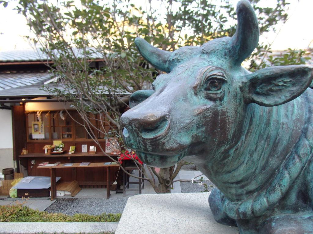 菅原院天満宮神社の牛像