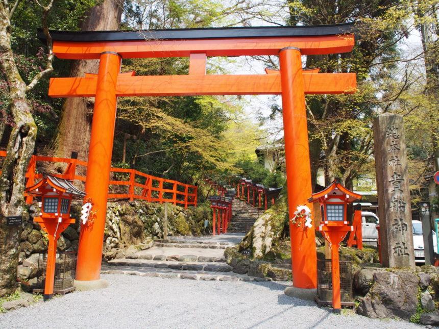貴船神社本宮の二の鳥居と本宮への階段