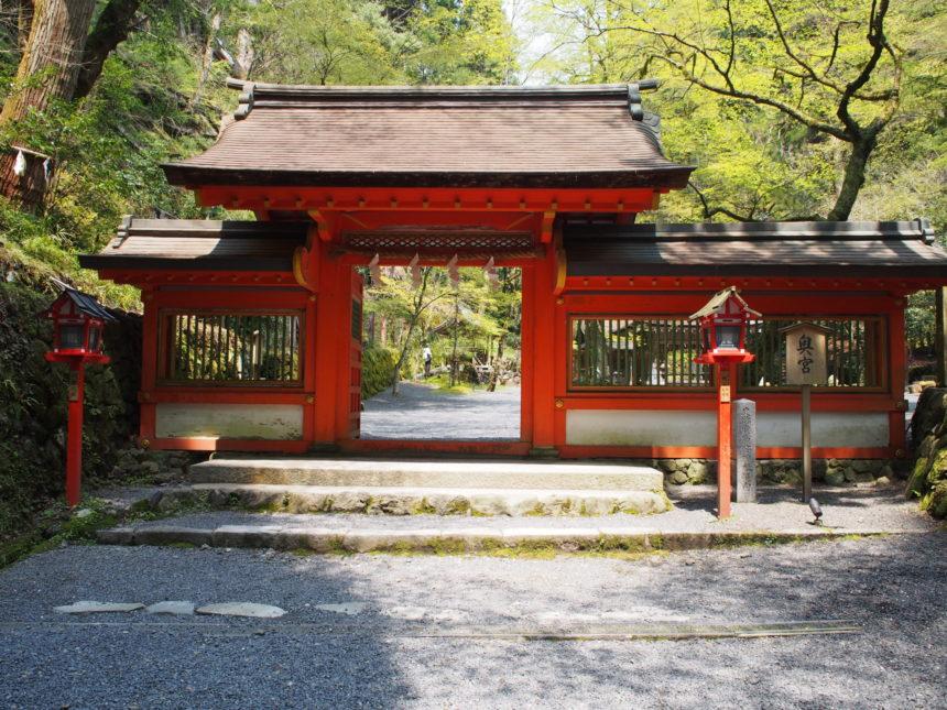 貴船神社の奥宮の神門