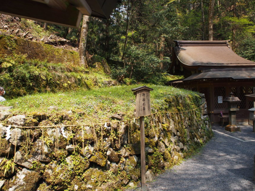 貴船神社奥宮の「船形石」