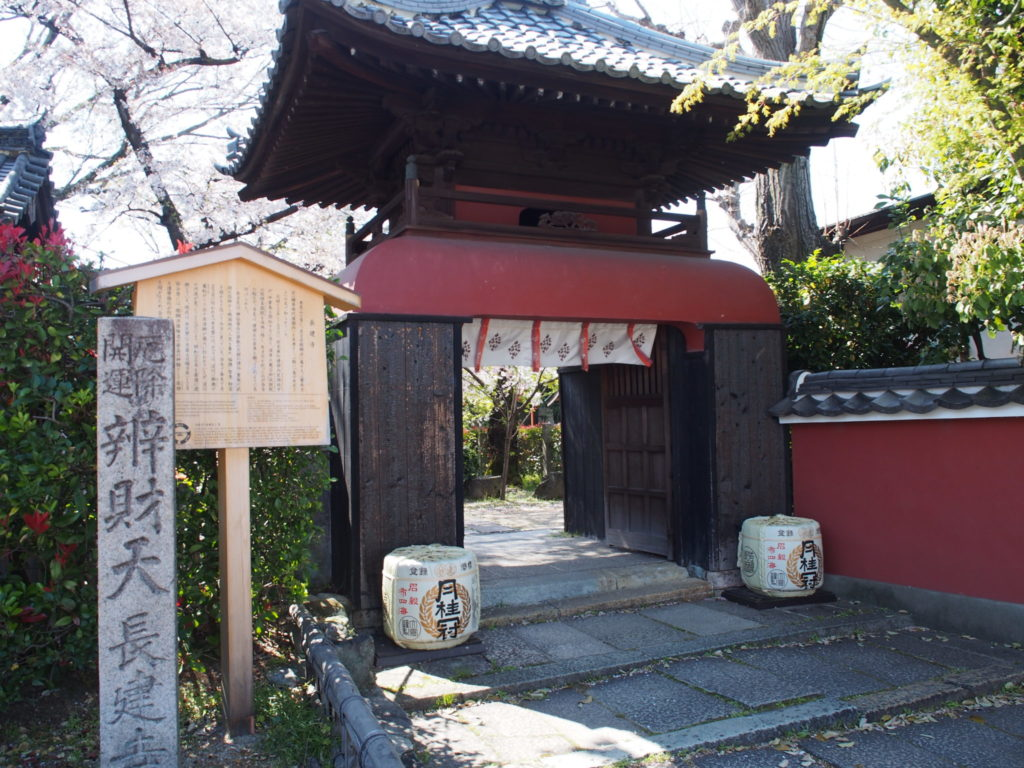 長建寺の山門