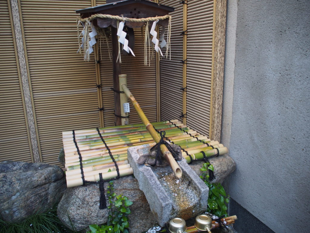 菅原院天満宮神社内にある菅原道真の「産湯の井戸」