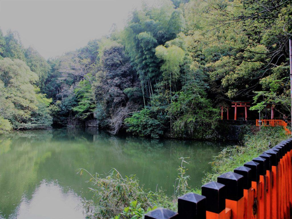 伏見稲荷大社の谺ケ池(こだまがいけ)