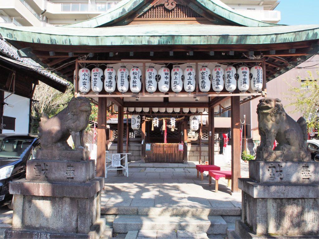 金札宮の拝殿・本殿