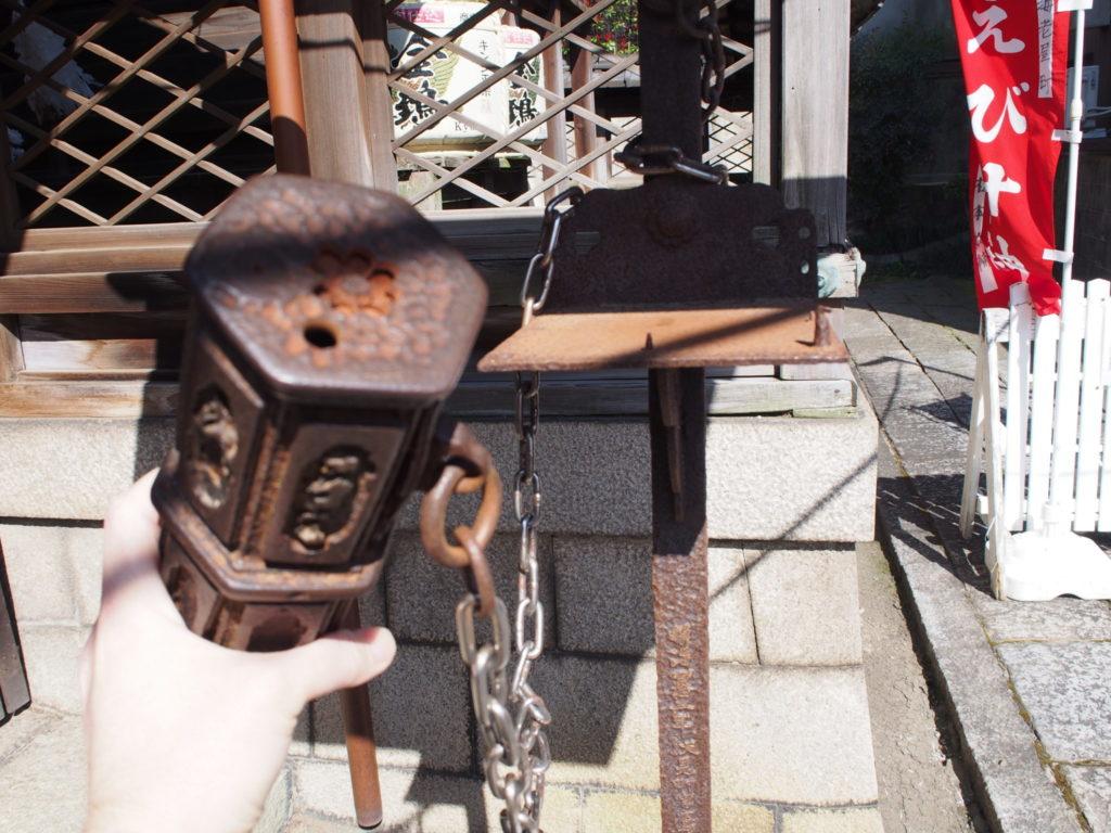 金札宮の重い鉄製おみくじ