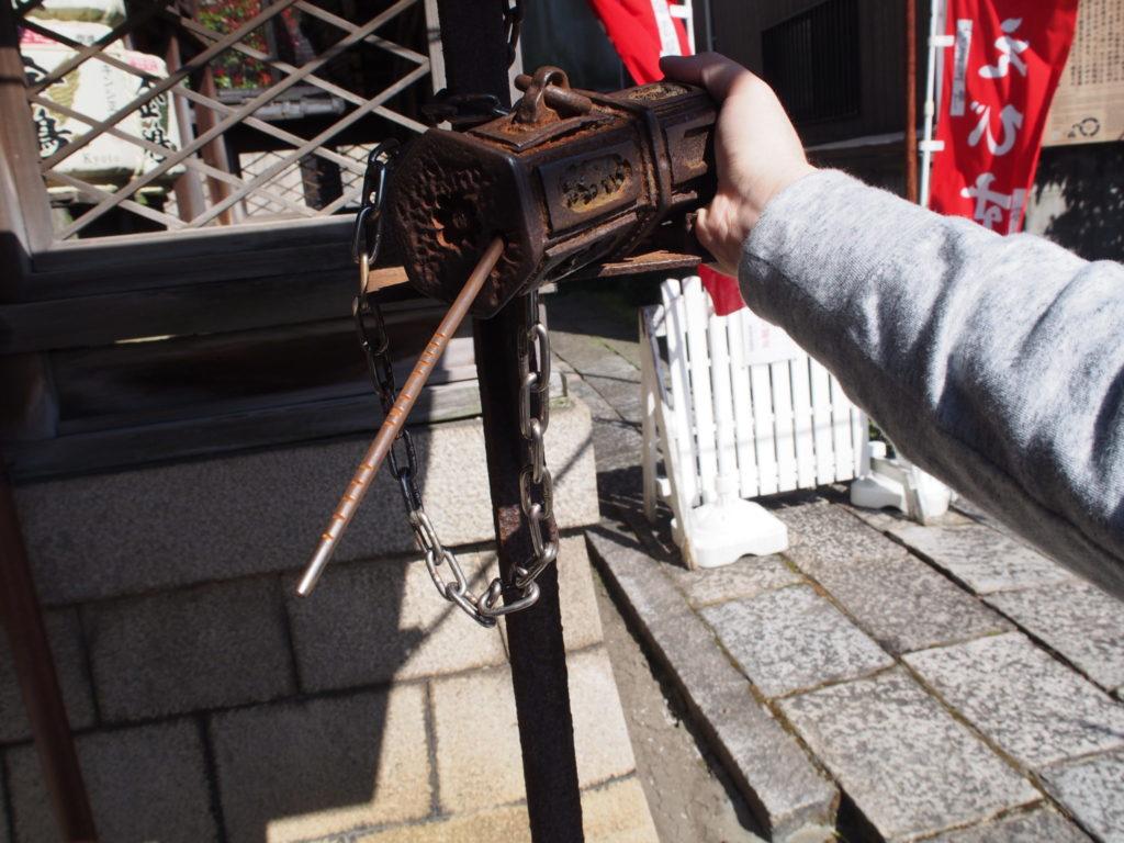 金札宮の鉄製のおみくじ