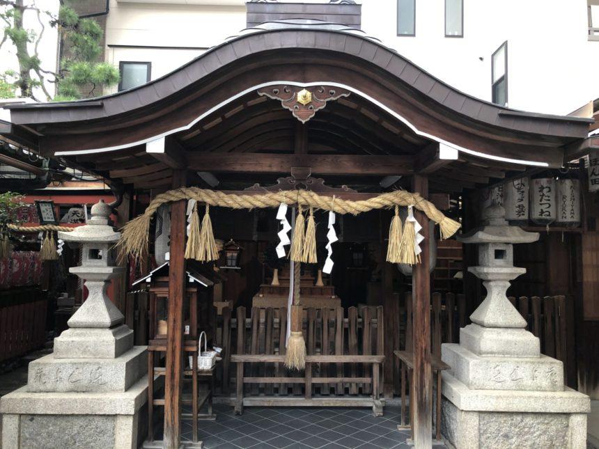 白山神社の拝殿・本殿