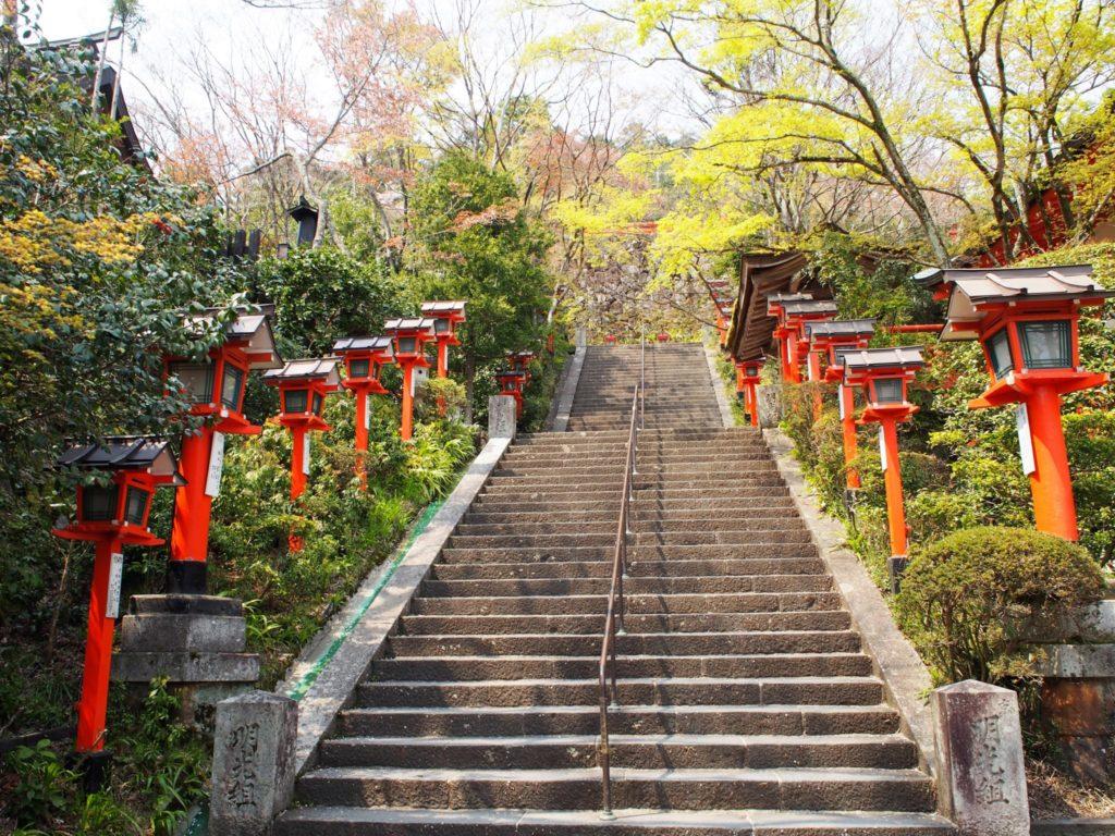鞍馬寺本殿に向かう参道の階段