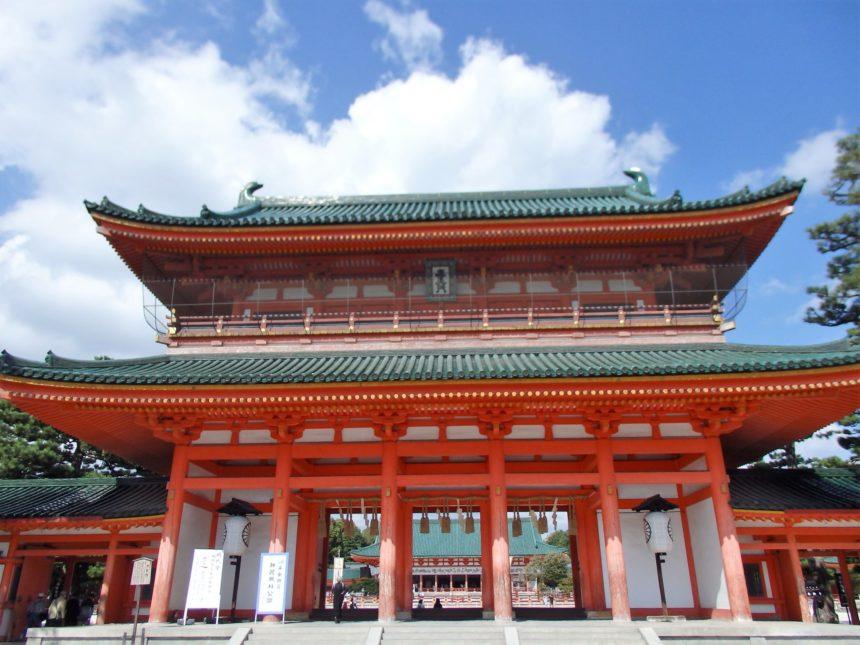 平和と安寧を祈る平安神宮