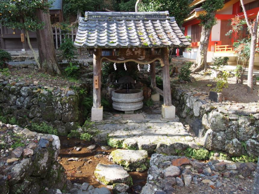 延命長寿・蘇りの水が湧き出る「亀の井」