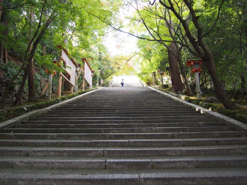法輪寺山門から続く石段