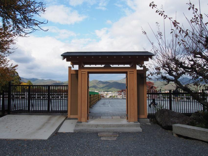 法輪寺の舞台への入口