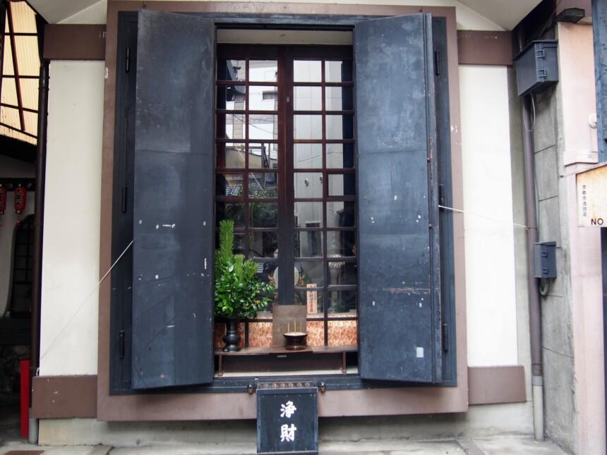仲源寺境内の観音堂